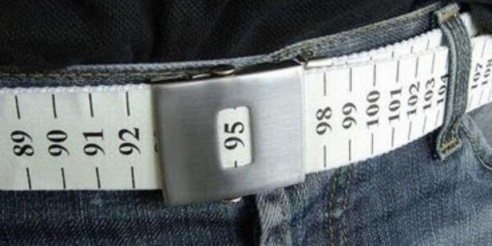 Cinturón con cinta métrica integrada, para que no suba de peso. Foto:Know Your Meme