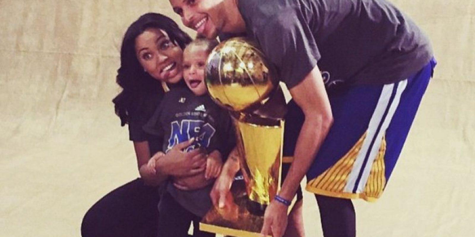 """Stephen Curry fue nombrado el """"MVP"""" de la NBA, pero alguien (que no fue LeBron James) le robó el protagonismo en las finales de la NBA. Foto:Vía instagram.com/ayeshacurry"""