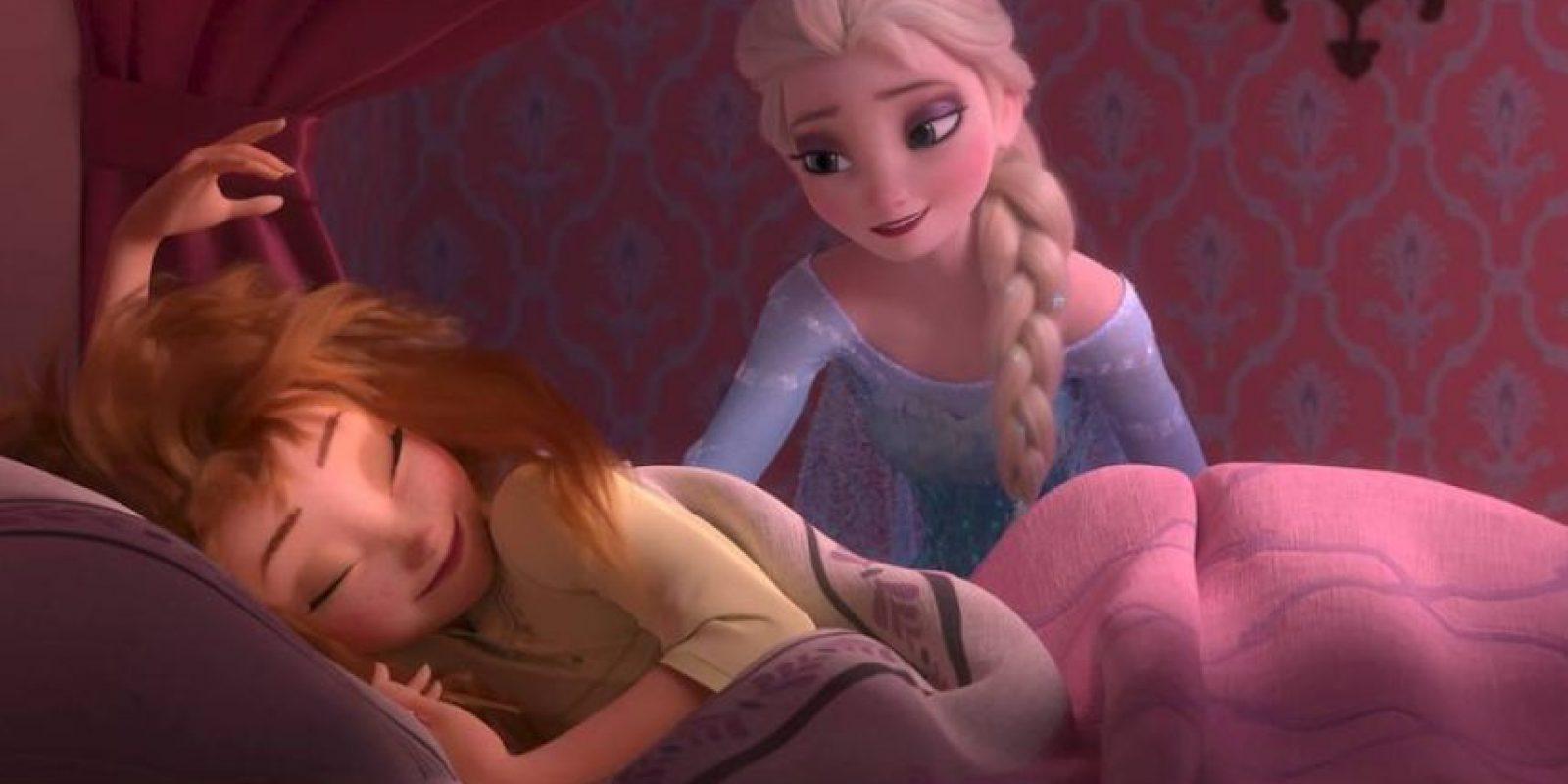 """Además, la conexión fraternal entre """"Anna"""" y """"Elsa"""" inspiran y dan confianza a los más chicos. Foto:vía facebook.com/DisneyFrozen"""