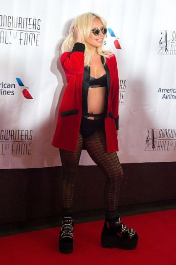 Gaga siempre ha impactado con sus looks eclécticos y vanguardistas. Foto:vía Getty Images