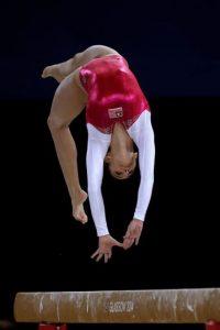 Desde la creación de la gimnasia como deporte en Helsinki, en 1952, las mujeres siempre han tenido estos leotardos. Foto:vía Getty Images