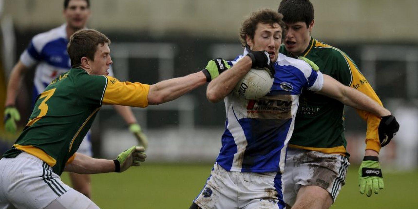 """En este país practican el """"fútbol gaélico"""", una especia de combinación entre el fútbol y el rugby. Lo extraño es que aunque este deporte está muy extendido en Irlanda, su profesionalización está prohibida. Foto:Getty Images"""