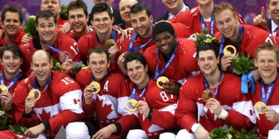 En este helado país se juega el hockey sobre hielo. La liga más famosa de este deporte es la NHL que cuando con equipos canadienses y de Estados Unidos y por supuesto, Canadá es potencia mundial con más de 9 medallas de oro en Juegos Olímpicos. Foto:Getty Images