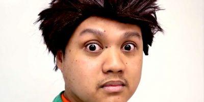 Y Brock, demostrando por qué una peluca falsa es lo peor que le puede pasar a cualquiera en un día que no sea Halloween. Foto:vía Youtube/Woodrocket Productions