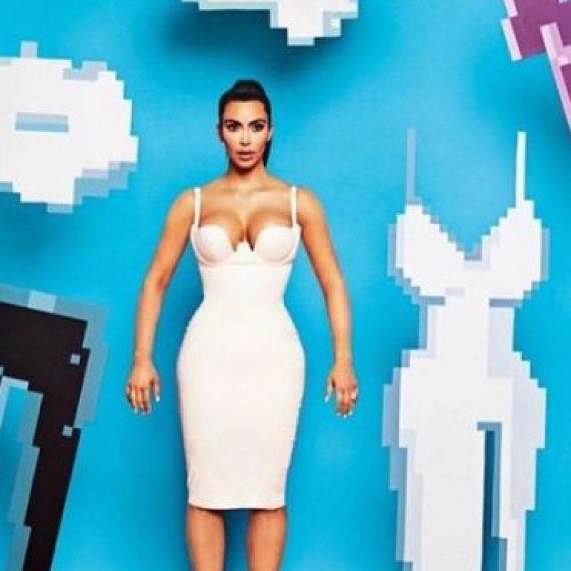 Kim ya se enfundó hasta en un vestido entallado pixelado Foto:Getty Images