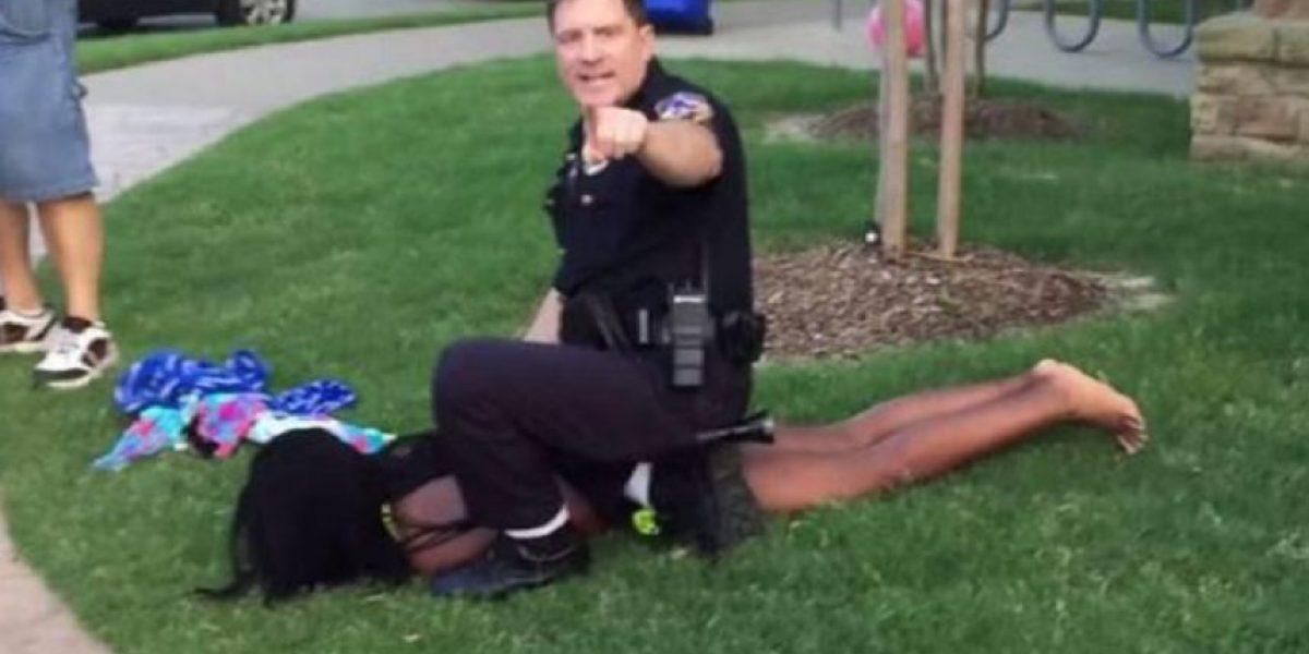 Organizadora de fiesta en la que policía agredió a adolescente se lanza como modelo