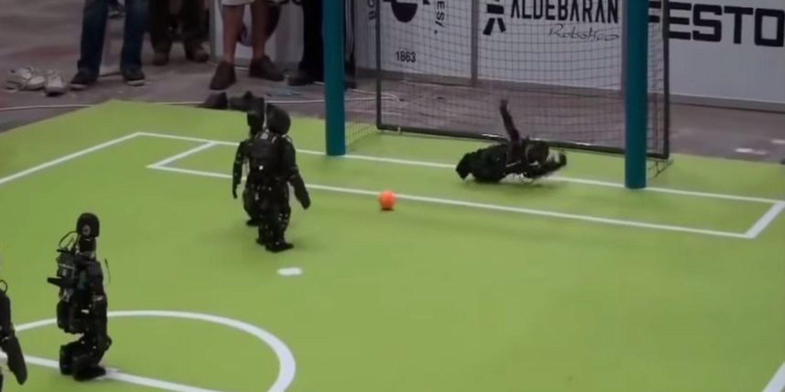 El portero robótico se vence antes de tiempo Foto:Youtube/Master Haku