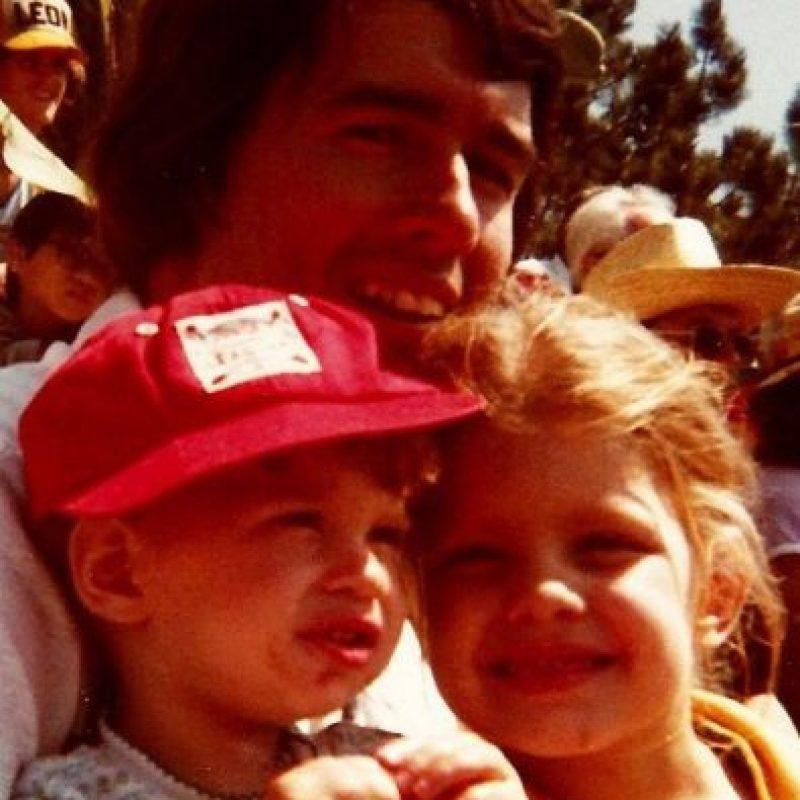 Aquí un recuerdo de Fergie con su padre Foto:via instagram.com/fergie