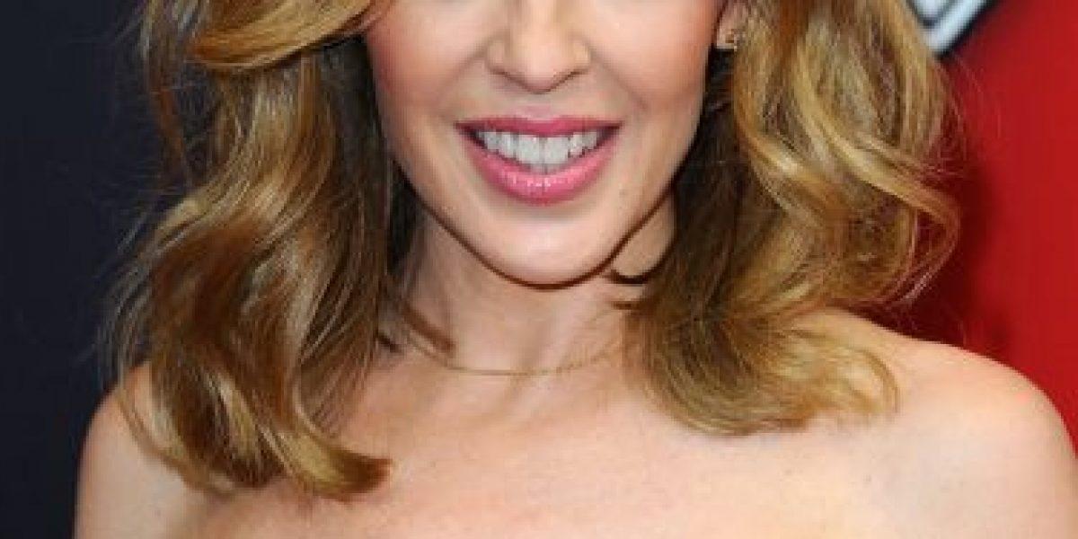 VIDEO: Kylie Minogue posó en lencería a sus 47 años