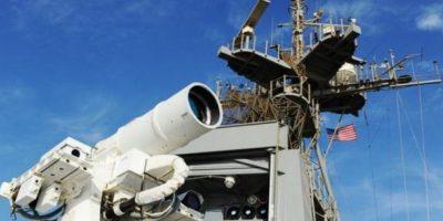 2. Laser Weapon System (LaWS). Funcionarios de la Oficina de Investigación Naval la anunciaron en diciembre de 2014 y fue probada con éxito en el Golfo Pérsico. Foto:Twitter.com/USNavy