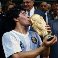 A final de cuentas, Argentina se coronaría campeona del mundo por segunda vez en su historia de la mano de Maradona. Foto:Getty Images