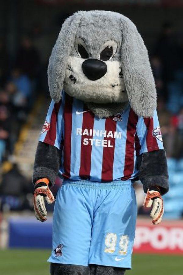 """Scunny Bunny"", la mascota del Scunthorpe United está lejos de ser un ""adorable conejito"". Foto:Getty Images"