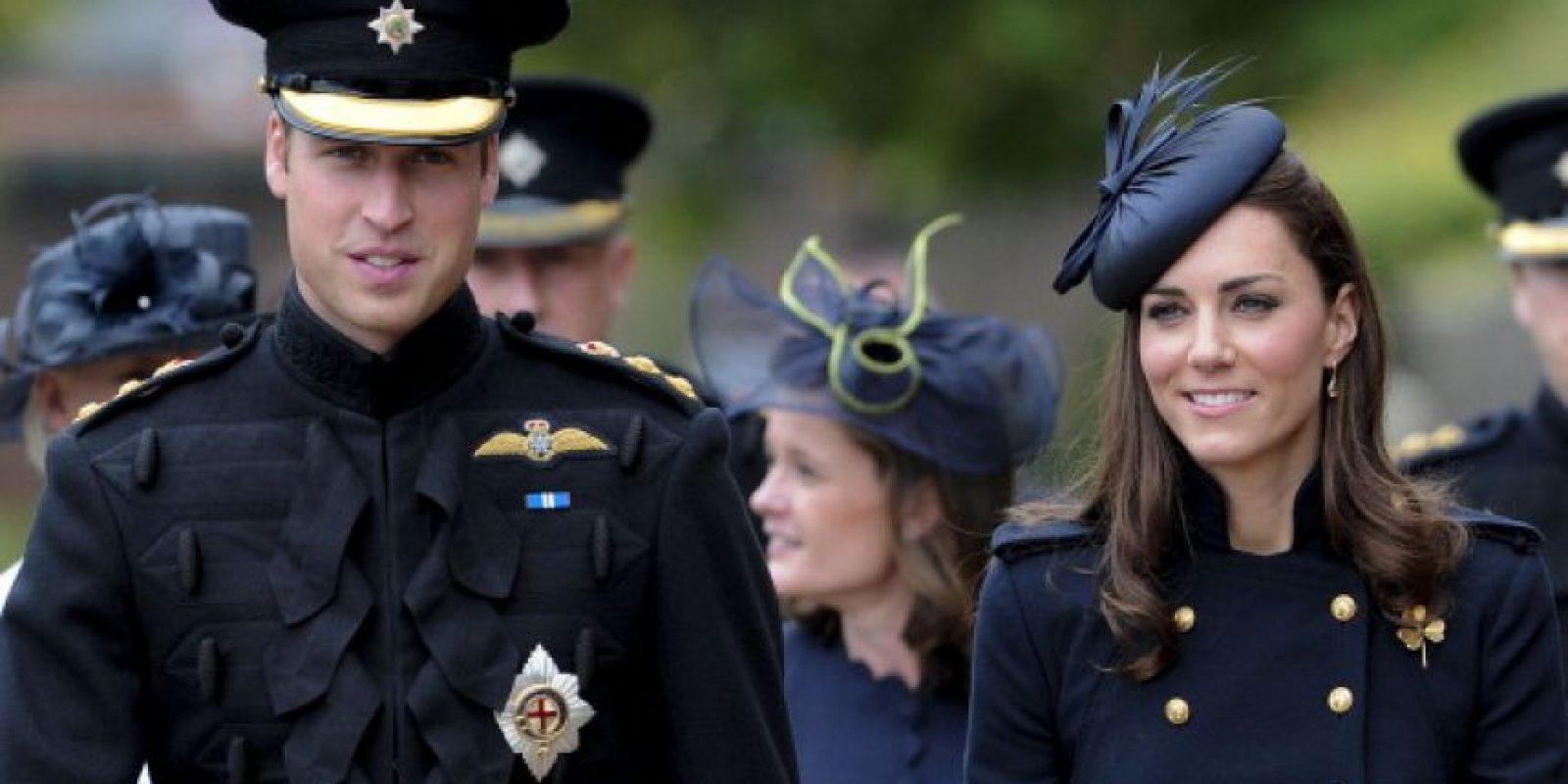 Y William, ya como respetable miembro de la realeza y padre de familia… Foto:vía Getty Images