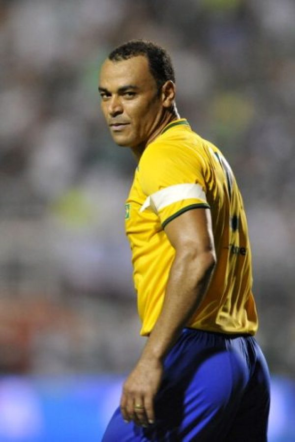 Rivaldo fue presidente del Mogi Mirim y también cumplió uno de sus sueños en este equipo: jugar al lado de su hijo Rivaldinho. Foto:Getty Images