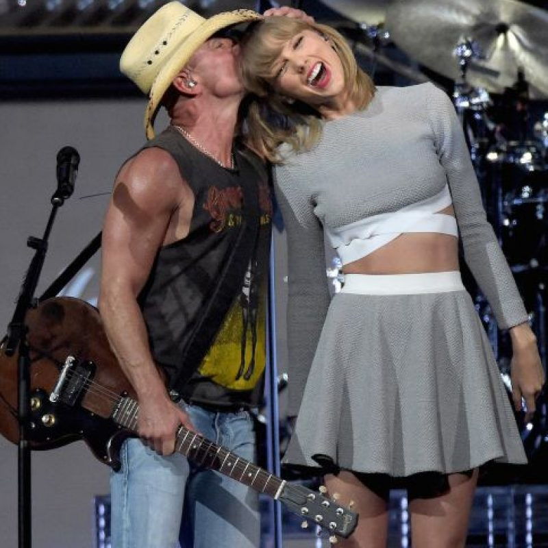 Taylor con Kenny Chesney Foto:Getty Images