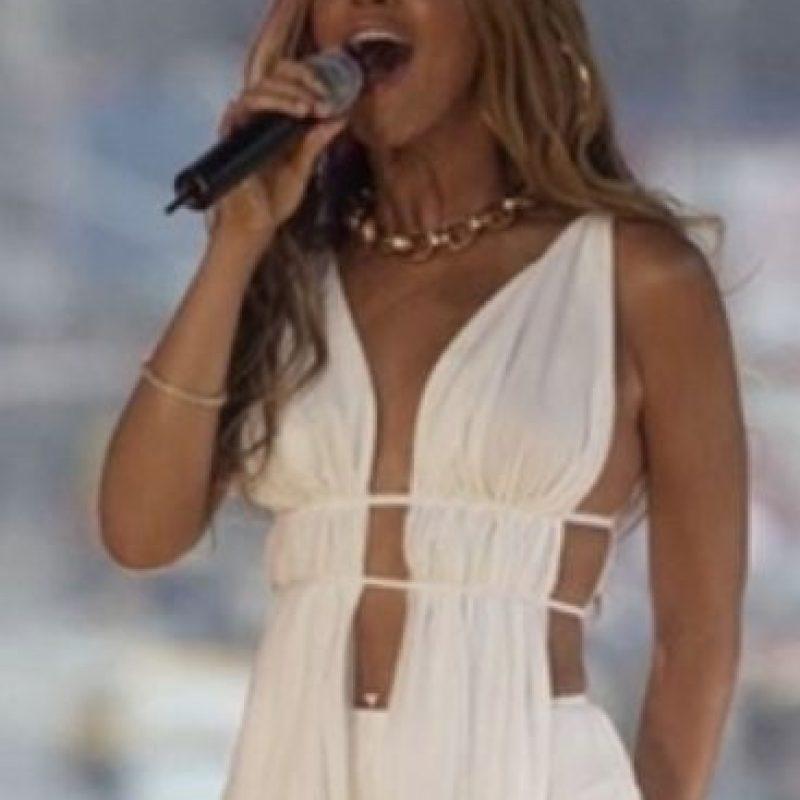 Incluso los looks de mujer rica de Miami. Foto:vía Tumblr/CelebsCopyJLo