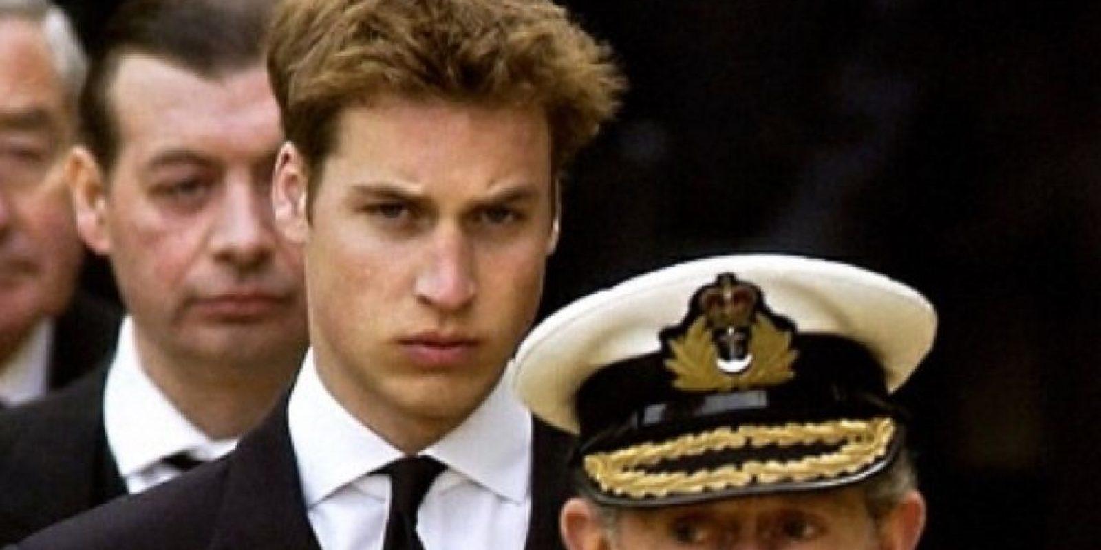 El príncipe William, para el año 2000, hacía suspirar a cualquier niñita latinoamericana de 13 años para arriba. Foto:vía Getty Images