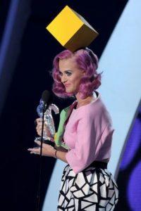 El cubo de queso de Katy Perry porque ella ama el queso. Foto:vía Getty Images