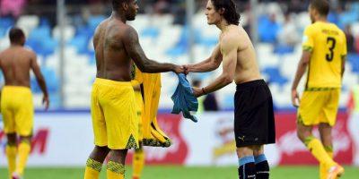 Su primer encuentro fue con Edinson Cavani, a quien saludó al final del partido. Foto:AFP