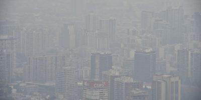 La capital chilena amaneció cubierta por una nube de esmog. Foto:AFP