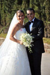 El delantero del Barcelona se casó por la iglesia con Carolina Martín en Villa del Maresme de Barcelona. Foto:Getty Images