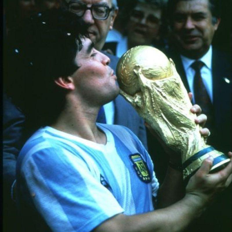 Pero ya sabía lo que era ser campeón del Mundo, trofeo que ganó en 1986, además de un Mundial Sub-20 con Argentina en 1979. Foto:Getty Images