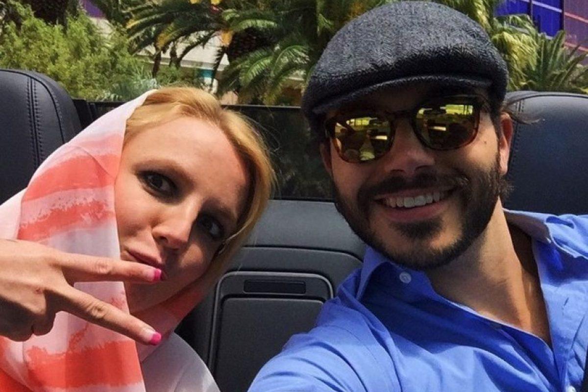 Luego de casi ocho meses de feliz relación, en días pasados la cantante terminó su noviazgo con el productor Charlie Ebersol Foto:vía instagram.com/charlieebersol