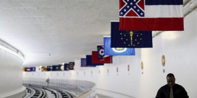 Legisladores del estado de Misisipi quieren modificar su bandera debida al emblema que continúe. Foto:Getty Images
