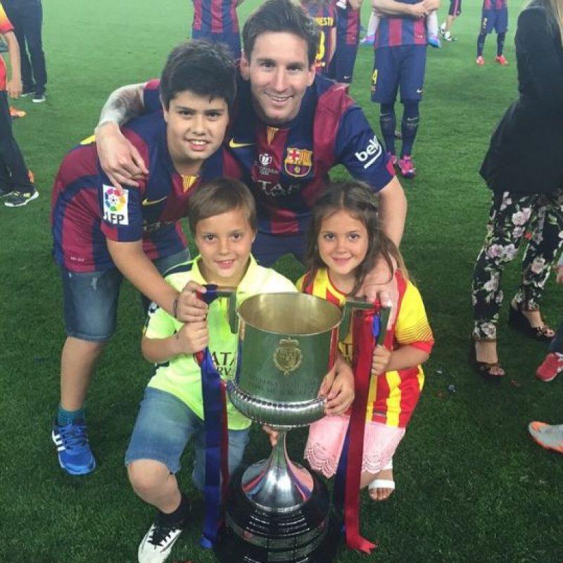 """Actualmente, """"Agus"""" como Leo cariñosamente le llama, juega en el equipo """"Adriano"""" de la FCB Escola. Foto:Vía instagram.com/leomessi"""