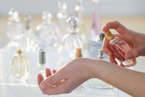 Apalategui, quien trabaja como corredora de seguros, llamó a numerosas puertas y pasó dos años buscando un laboratorio capaz de desarrollar estas fragancias, hasta que se encontró con la Unidad de Química Orgánica y Macromolecular (Urcom) de la Universidad de Le Havre, en Francia, que se especializa en moléculas odorantes. Foto:Tumblr.com/tagged/perfumes