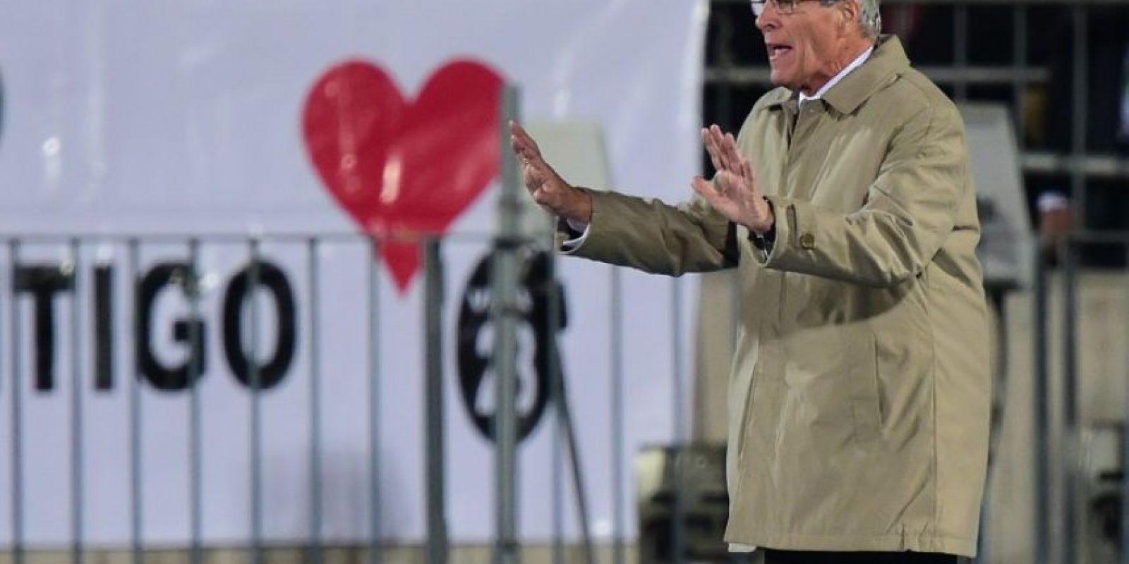 """""""El partido fue parejo hasta la polémica expulsión de Cavani. Me remito a los documento televisivos y fotográficos, ahí está la verdad"""", dijo el DT Óscar Washington Tabárez. Foto:AFP"""