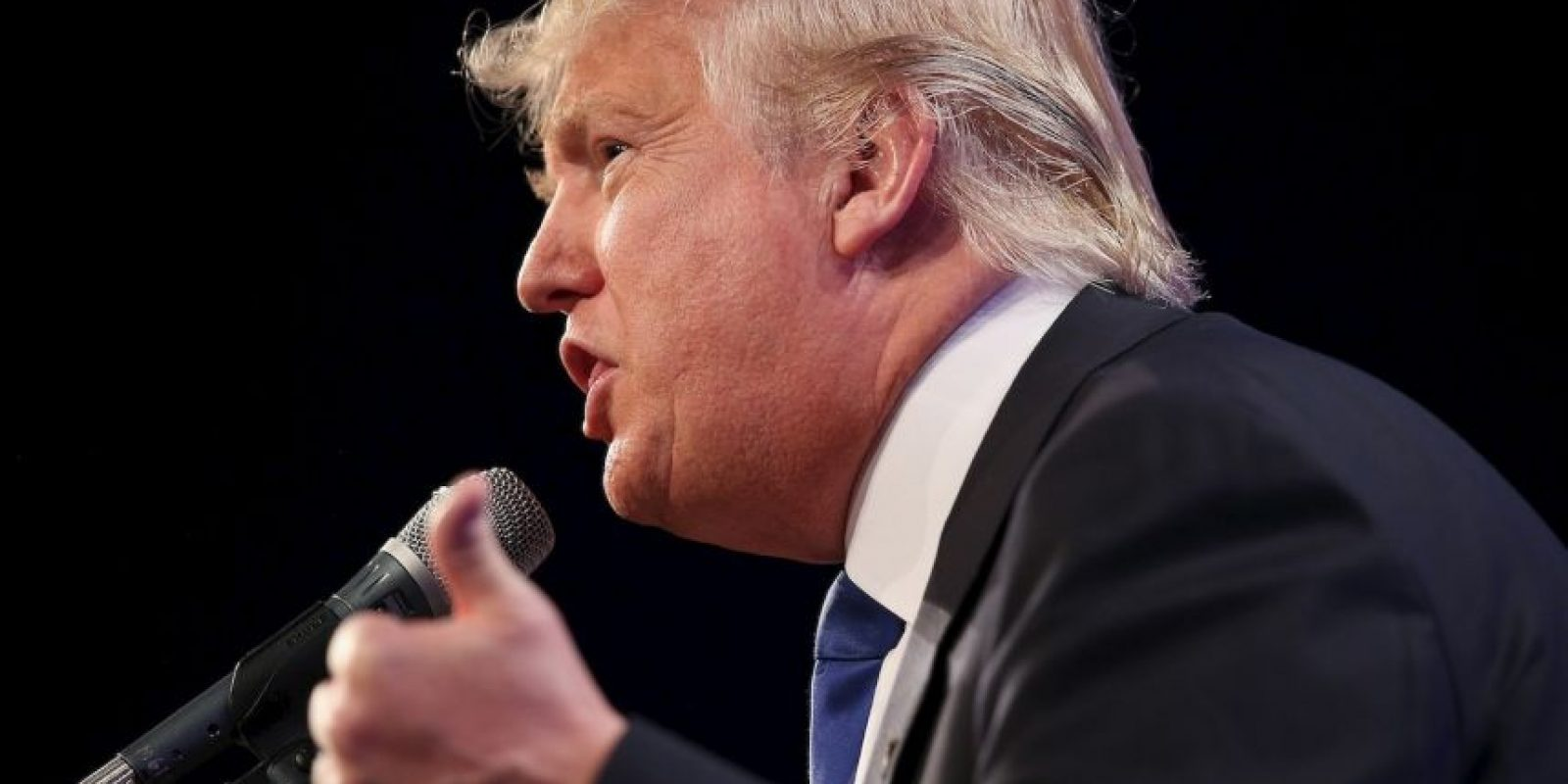 """""""No podemos permitir que los inmigrante ilegales inunden nuestro país. Apenas podemos mantener a los nuestros para permitir que millones de personas de muchas nacionalidades entren a nuestro país de forma ilegal, a lo largo de una frontera sin protección y quiten trabajos necesarios a los estadounidenses"""", expresó en su conferencia con los medios. Foto:Getty Images"""