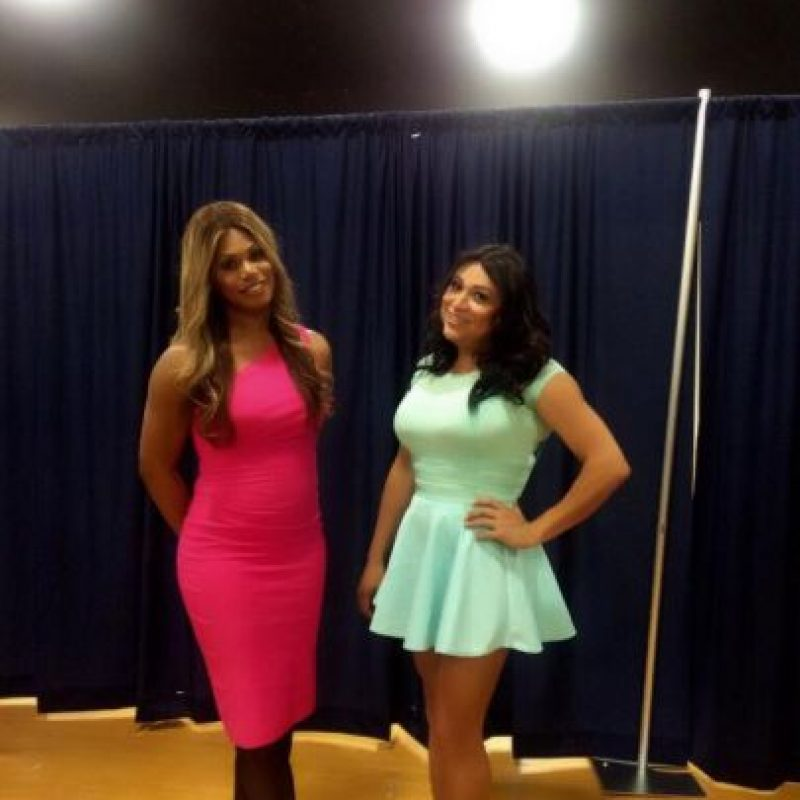 Jennicet, junto a Laverne Cox, actriz de la serie Orange Is the New Black Foto: Twitter.com/JennicetG