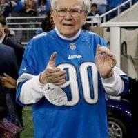 Warren Buffet formó su fortuna con la empresa Berkshire Hathaway, la cual opera diversas compañías Foto:Getty Images