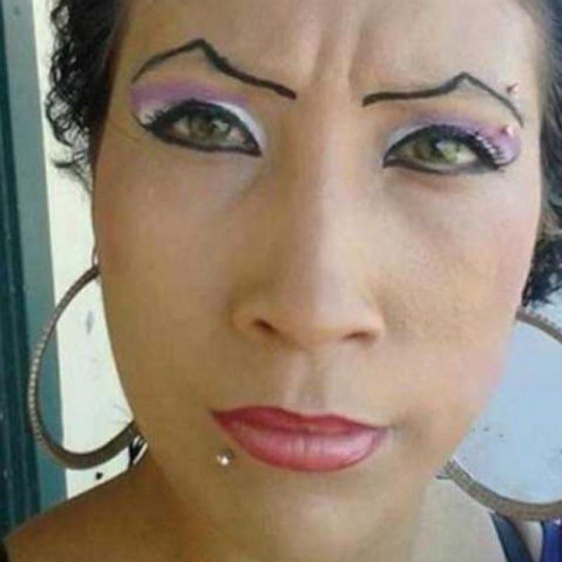 Así que si quisieron dejarlo ya no pudieron. Y si quisieron retocarse el maquillaje permanente, tuvieron que, ahora sí, recurrir a un centro especializado. Foto:vía EpicFail.com