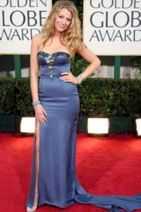 Blake Lively da otro paso más y el vestido se desbarata. Foto:vía Getty Images