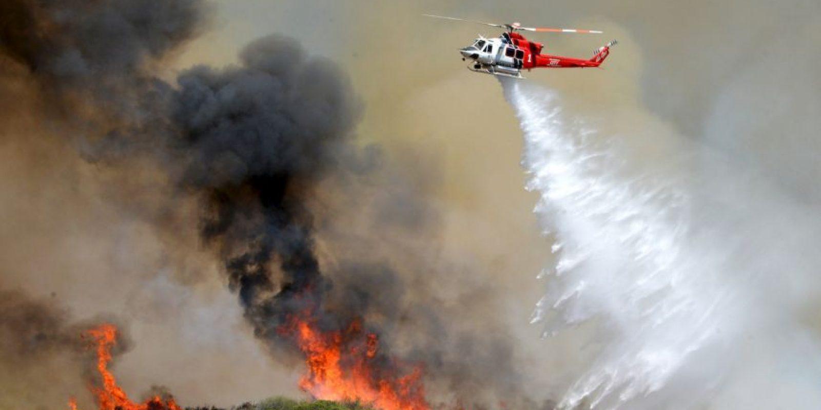 5. Evitar el contacto del tubo de escape de su auto o vehículo de motor con los terrenos forestales, ya que estos se incendian con facilidad. Foto:AP