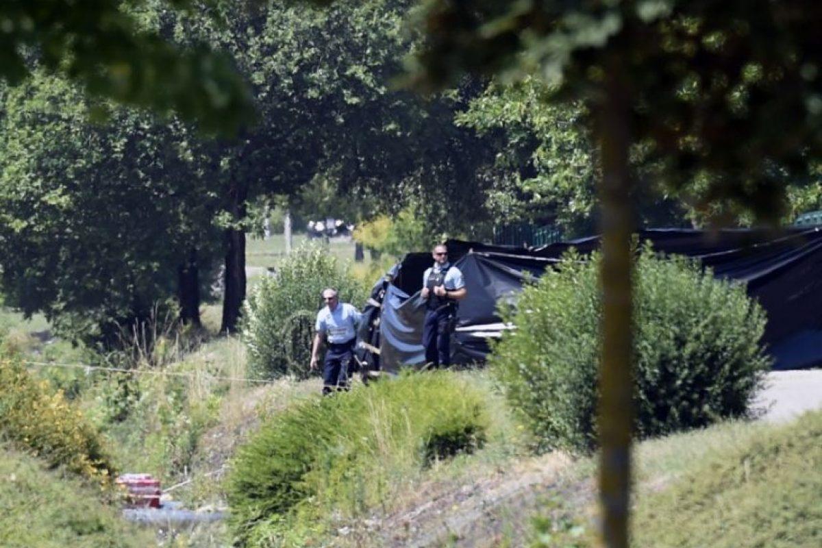 Y el cuerpo estaba junto a una bandera islámica Foto:AFP