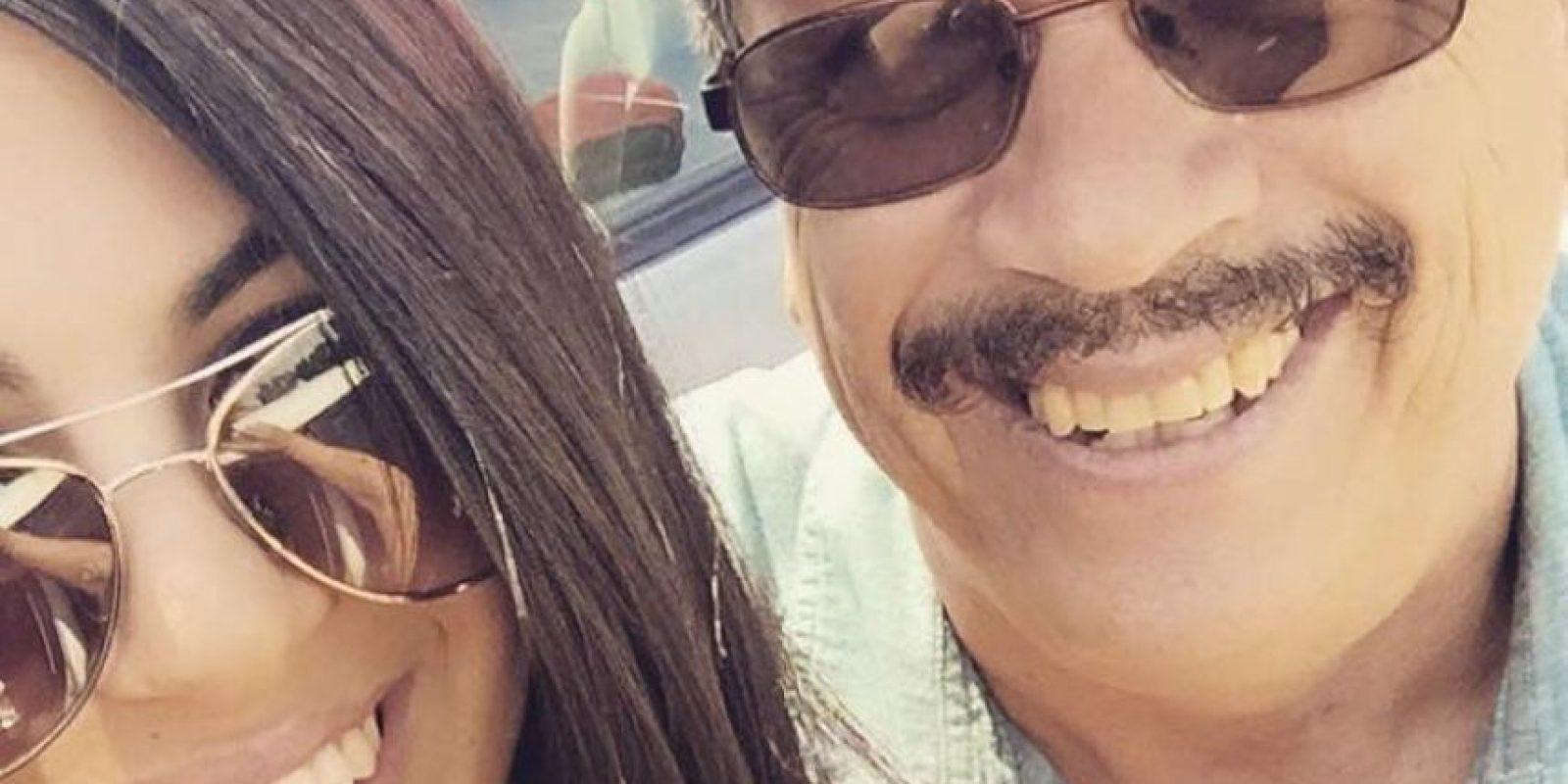 """""""Me gustaría presentarle a mi padre, Raúl Almanza. Como usted tan elocuentemente lo dijo, él fue uno de los tantos que México 'envió' a su país. Pero yo he sido bendecida por celebrar el Día del Padre con él. Y todo se trata de él. Déjeme explicarle por qué"""". Foto:vía Facebook/Adriana Almanza"""