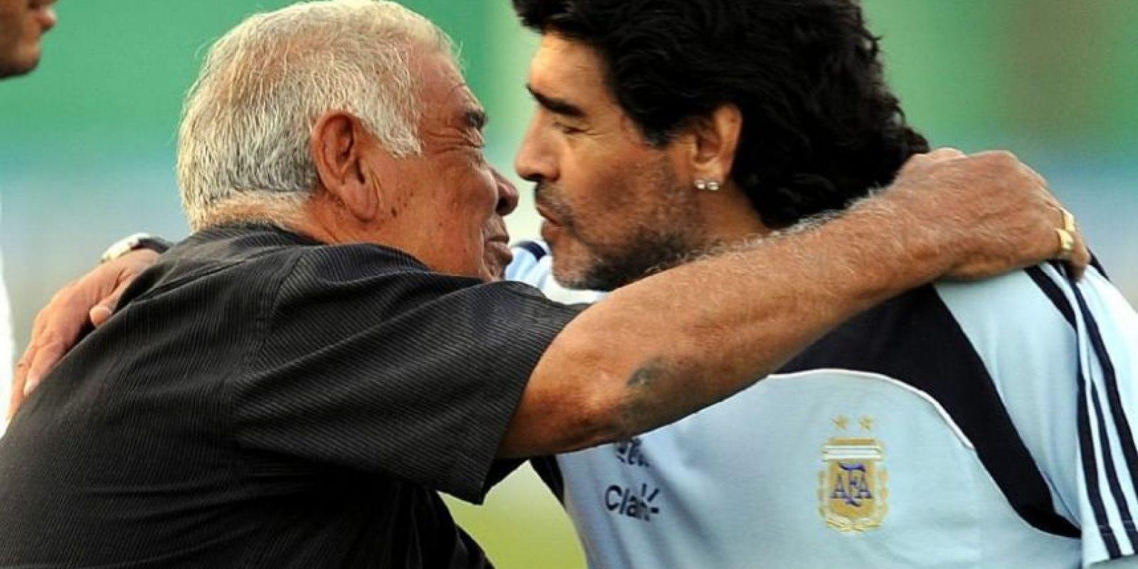 El padre de Maradona murió a los 87 años después de varios días de estar hospitalizado por problemas respiratorios y cardiovasculares. Foto:AFP