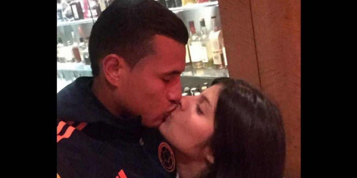 ¡Divina! Ella es la mujer que trasnocha al goleador de la Selección Colombia