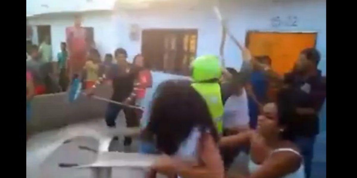 VIDEO: ¡Con cuchillo y sillas! Batalla campal de mujeres en la Costa