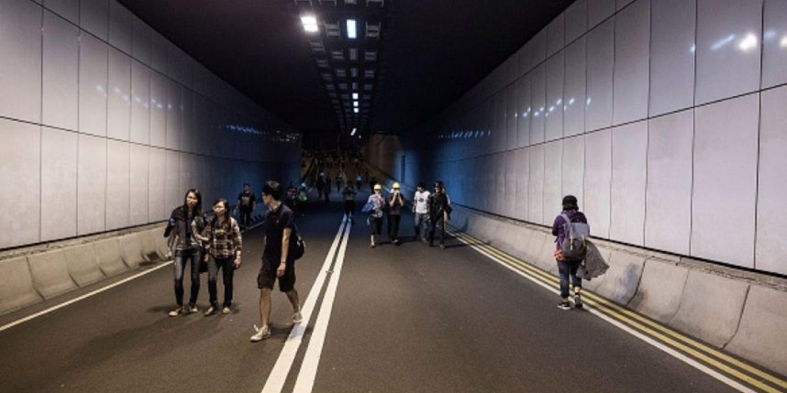 5. Ven durante una hora –a las seis de la tarde– el canal estatal CCTV y posteriormente estudian hasta las 9:30 de la noche. Foto:Getty Images