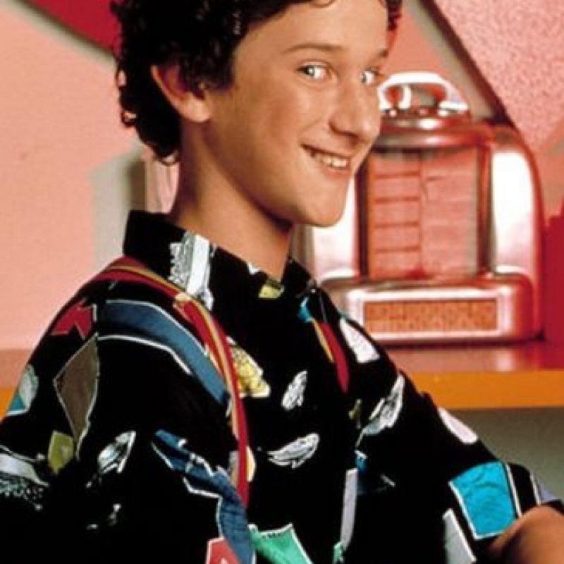 """Lo único que tenía en común con la serie original era el estar ambientada en la misma escuela y la participación de Dennis Haskins como el """"Director Belding"""" Foto:NBC"""