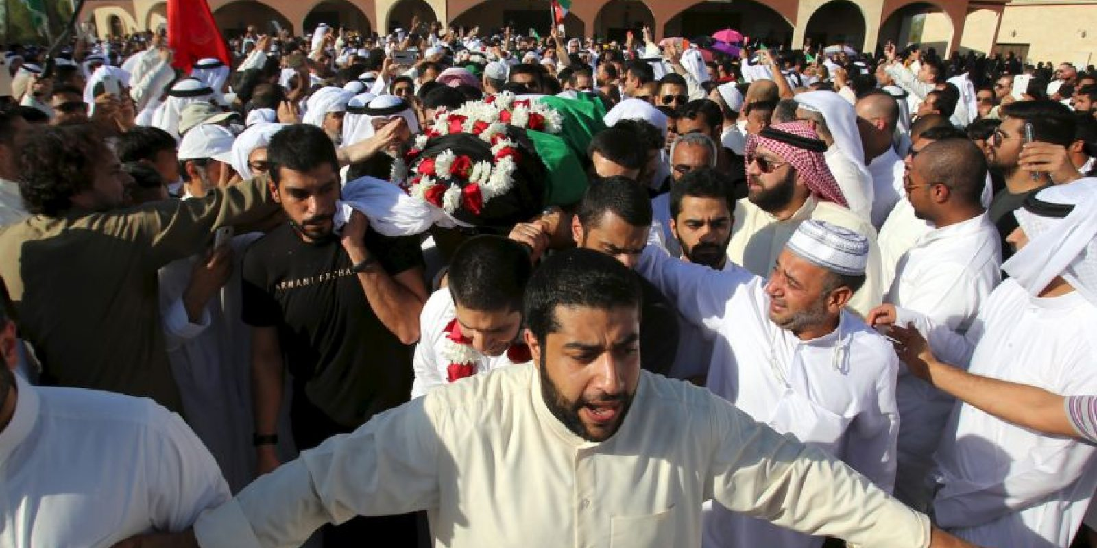 1. El atentado fue en la mezquita Imam Sadiq. Foto:AFP