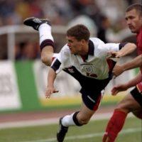 Con sólo 18 años, Michael Owen maravilló al mundo en Francia 1998. El delantero inglés tuvo una Copa del Mundo brillante y marcó dos goles, uno de ellos, muy recordado, ante Argentina. Lamentablemente, su carrera nunca terminó por despegar. Foto:Getty Images