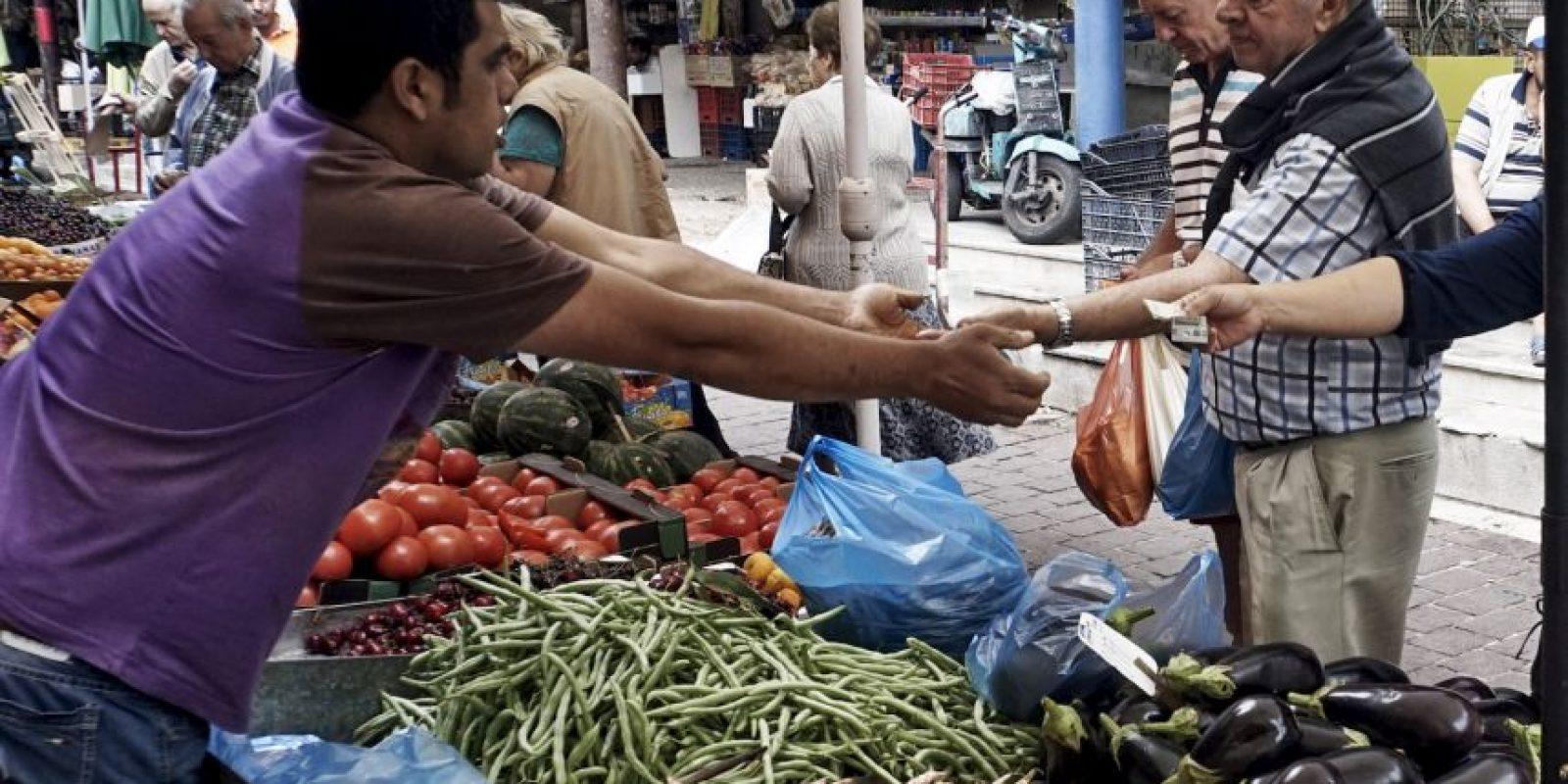 – La finalidad de estas negociaciones entre Grecia y la Troika (integrada por el Fondo Monetario Internacional, Banco Central Europeo y la Comisión Europea) tiene la finalidad de conceder ayuda financiera a un país que está en bancarrota. Foto:Getty Images