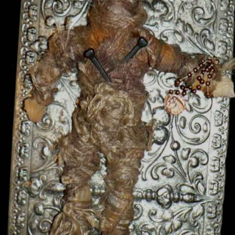 El peluche vudú: una mujer tuvo la (estúpida) idea de comprar este muñeco hechizado con rituales vudú proveniente de Nueva Orleans. Lo hizo por eBay. Foto:vía Haunted America Tours