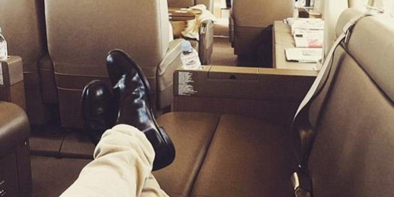 """Y mientras ustedes o sus padres tuvieron que ahorrar todo un año y endeudarse hasta el cogote para poder ir a un lugar con playa en avión, este """"Niño Rico de Instagram"""" viaja en su avión privado a casa. Foto:vía Tumblr/Rich Kids Of Instagram"""