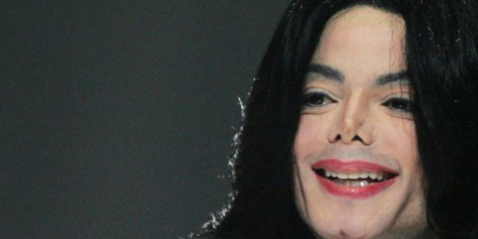 """En 2008, la predicadora ecuatoriana Angélica Zambrano Mora murió por 23 horas. Fue al infierno y vio a Michael Jackson. Supuestamente la carne se le caía en pedazos y los demonios lo hacían bailar aunque él no quisiera. """"Me habló en su idioma pero no le entendí"""", afirmó la joven, que también decía que el cantante """"suplicaba"""" por piedad. Foto:vía Getty Images"""